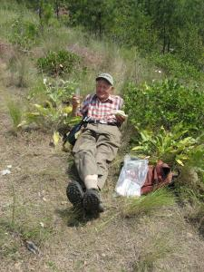 WALC volunteer Arnold Trewhitt enjoying a well-earned lunch break at the Spion Kop summit