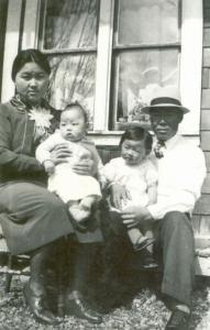 Seimatsu and Kimie Takenaka with children Harold and Adelaide
